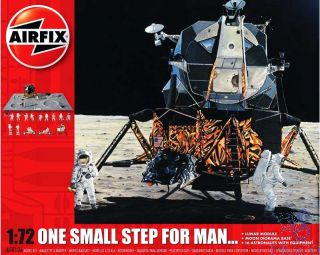One Small Step For Man… Lunar Module Moon Diorama 1/72 [Airfix]